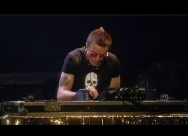Liam Howlett Djing at Madonna's Gig - Photo from nekozine.co.uk